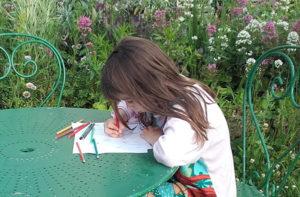 Le don du dessin - Enfant qui dessine